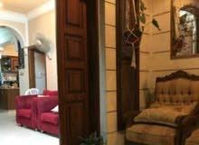 بيت مستقل مكون من ثلاث شقق للبيع في جبل طارق الزرقاء