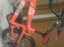 دراجة هوائية لون أحمر ماركة BMX بحالة ممتازة بعجمان