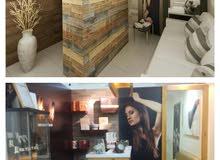 عندي صالون نسائي في إمارة دبي في منطقة الكرامة مي مركز تجاري
