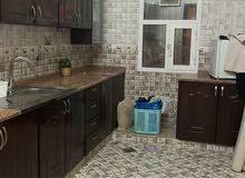 دروج مطبخ  نظيفه جدا غير مستخدمه تقريبا