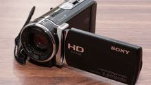 كاميرا فيديو سوني هاند كام مفتوحة بدون استعمال بكامل ملحقاتها