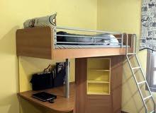 سرير بمكتب ومكتبه ومرتبته من ايكيا لتوفير ىاستغلال المساحه