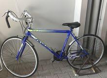دراجه نضيفه مع ستاند تستعملها داخل المنزل