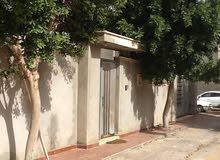 منزل من دورين علي ارض 425م  في صلاح الدين بطريق السدره حي دبي  حي مغلق وبعيد عن عمارات السدره