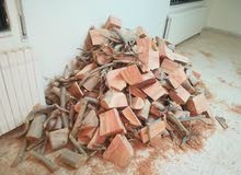 حوالي 2 طن من الحطب الجاف (كينا) للبيع بسعر 130 دينار للطن.