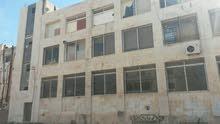 مستودعات -اليادوده  شارع عمان مادبا تبلغ 700 متر