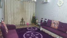بيت نظيف للبيع في حي الحسين حديث  طابقين نظيف جداً و ثلاث غرف و حمام واحد وصاله واحده و مطبخ ومناور