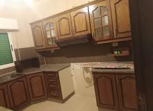 شقة جديدة كأنها لم تسكن سوبر ديلوكس 3نوم صالون سفرة مطبخ 330د خلف مطعم ورد