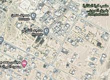 ولاية المضيبي العيون وسط البيوت وبالقرب من الشارع الرئيسي وبسعر مغري