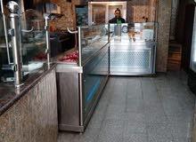 مطعم يعمل يعمل بشكل جيد للبيع بسعر لقطه ، باقل من السعر الفعلي