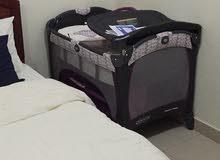 سرير اطفال من غراكو بحالة ممتازة كامل مع فرشة