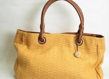 للبيع حقيبة يد ايطالية ماركة furla الأصلية