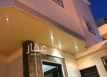 فيلا للبيع تتكون من دور + 3 في شارع المجد ، حي ظهرة لبن ، الرياض