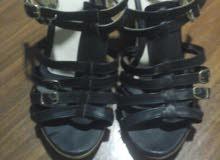 حذاء اسود