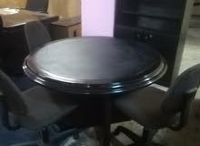طاولة مدورة مع 3 كراسي للمكتب