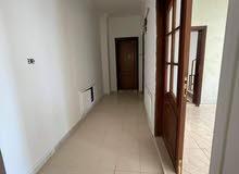 شقة فارغة للإيجار بموقع مميز في الجاردنز
