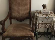 كرسي خشب ملكي شبه جديد