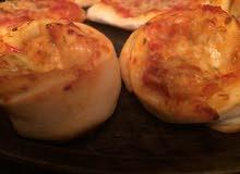 بيتزا عاديه وبيتزا ملفوفه بالدجاج