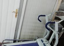 جهاز رياضي للمشي ميكانيكي نظيف جدا والشاشة شغالة ويحتوي ع رجاج بطن كهربائي