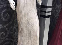 فستان استخدام مره وحده نظيف جدا