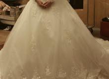 فستان فرح منفوش من الإمارات