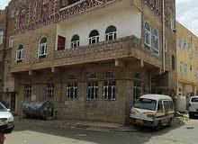 عمارة ركنية ثلاثة دور والرابع مرفوع مسلح في صنعاء