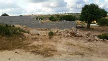 قطعة أرض للبيع خلف عمارات صفية.