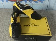 حذاء رياضي جديد