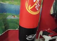 كيس ملاكمة مع قاعدة ارضية