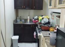 للإيجار شقه غرفتين وصاله وحمام ومطبخ مع المكيفات بعين خالد بالقرب من ميجا مارت
