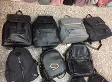 حقائب لطالبات  النوع جيد جداّ،الكمية كثيرة  ،حوالي ثلاث مائة قطع