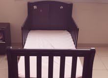 سرير اطفال من هوم سنتر وسرير بيبي من بيبي شوب