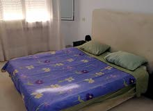 للايجار شقة مفروشة فاخرة متكونة من 2 غرف و صاله في تونس العاصمة على طريق المرسى