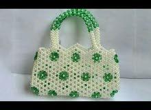 حقائب نسائية مصنوعة من الخرز للبيع