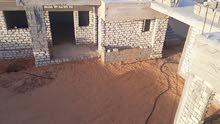 منزل مسقوف مساحة 380متر والارض 1000متر مسيجة وبهافسكية والكهرباء واصلة