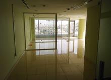 مكتب أنيق وجاهز  للايجار... اطلاله رائعة...الطابق السادس...