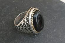 للبيع خاتم فضة ايطالي 925 حجر يسر اصلي بتصميم متميز