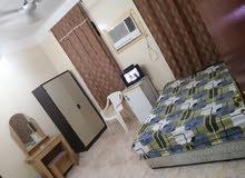 غرفه مفروشه معزوله وداخلها حمام شامل المياه والكهرباء والانترنت 125 الخوير 33 قر