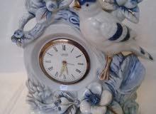 ساعة ذات محرك ميكانيكي  قديمة وناذرة  ذو شكل وزخرفة رائعة