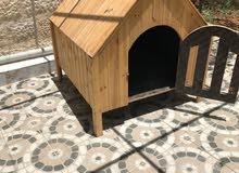 بيت كلب خشب واسع للبيع