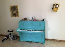 بيانو كوري بحالة ممتازة معدل النوع Young Chang