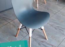 كراسي طاولات الاكل مختلفة الالوان والأشكال