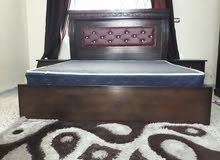 غرفة نوم مستعملة بحالة الوكالة خشب لاتيه قشرة بلوط مع برادي مع سجادة