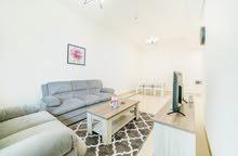 دبي سبورت سيتي غرفتين وصالة مفروشة سوبر لوكس اول ساكن مع بلكونة - ايجار شهري شامل