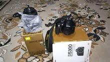 كاميرا نيكون 5300 دي مع عدسه 55-200