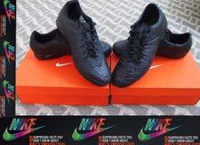 2 سبيدروات كرة قدم  Nike   أصليات وخدمة خاصة من بريطانيا  اللون أسود في أسود مطفي يلبس 44 == 43.3/4