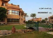 شقه أرضيه بالسراج مساحتها 210م بها 3غرف 3حمامات وصاله وصالون ومطبخ وجراج سياره