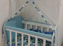 سرير طفل هزاز ونظافته 100 %سعر 100 الف وبي مجال
