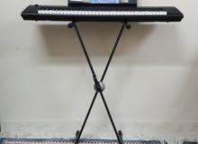 بيانوا كهربائي مع استاند ( مستعمل نظيف )