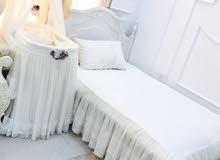سرير أطفال ( منز ) مع فراش الأم للبيع أو الإيجار ..